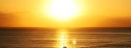 båt i soloppgang